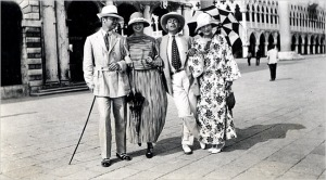 gerald-murphy-genevieve-carpenter-cole-porter-and-sara-murphy-in-venice-1923