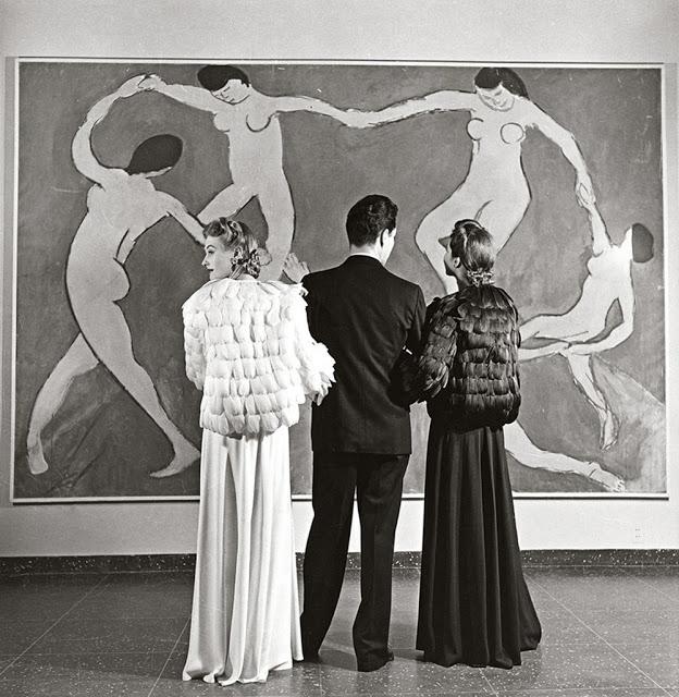 Louise Dahl-Wolfe, Looking at Matisse, Museum of Modern Art , 1939,