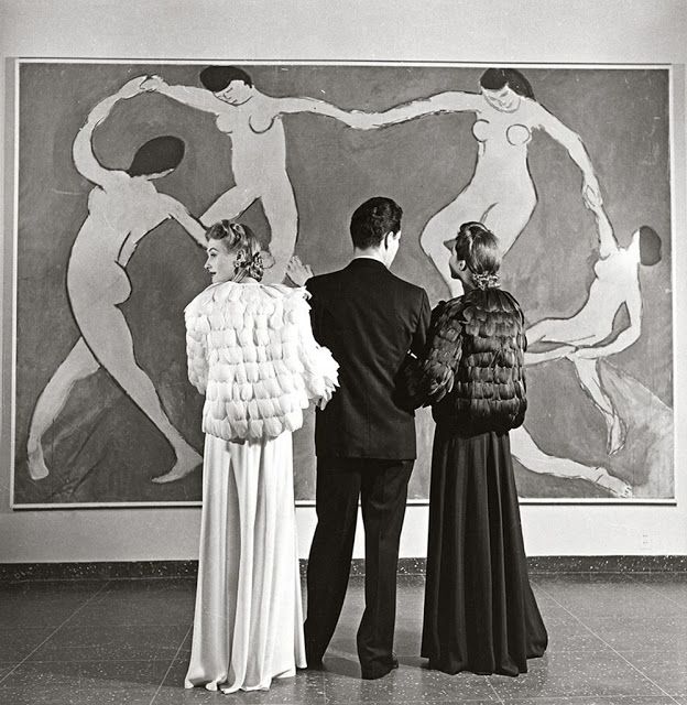 Louise Dahl-Wolfe, Looking at Matisse, Museum of Modern Art , 1939,